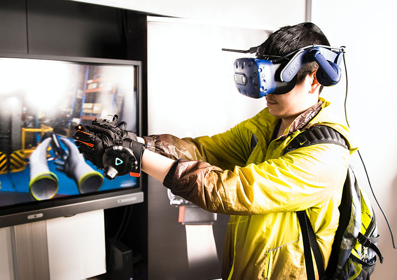 Augmented Reality (AR) & Virtual Reality (VR)